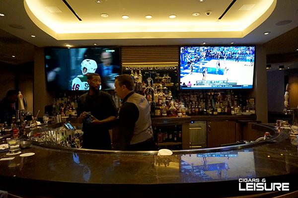 davidoff cigar bar in Vegas bartenders