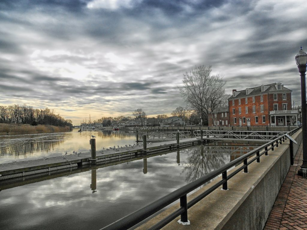 Delaware, river and old houses