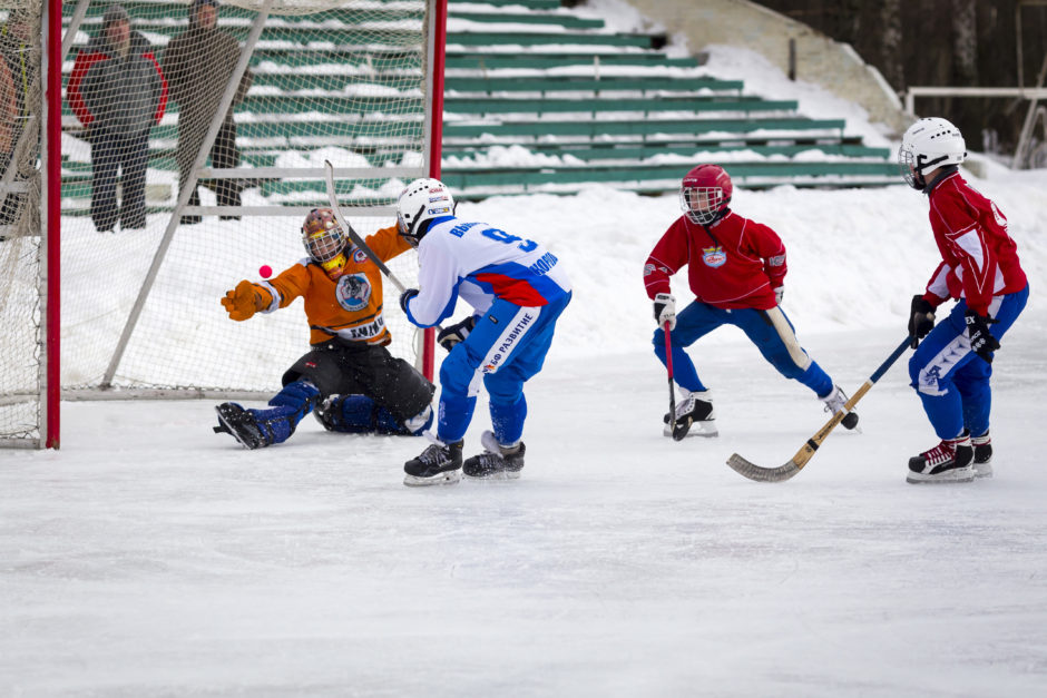 Minneapolis kids playing bandy on the ice