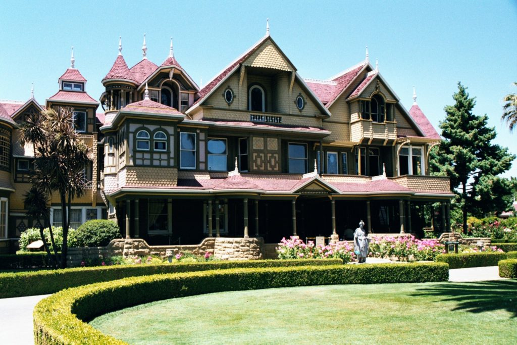unusual destinations Winchester_House_Front