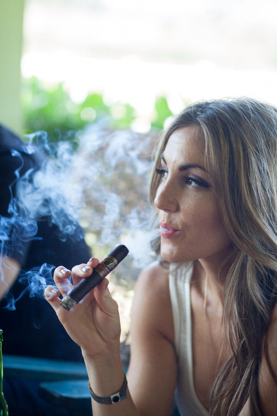 delicia silva cigar vixen 4