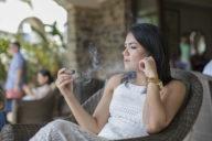 puro sabor girl smoking