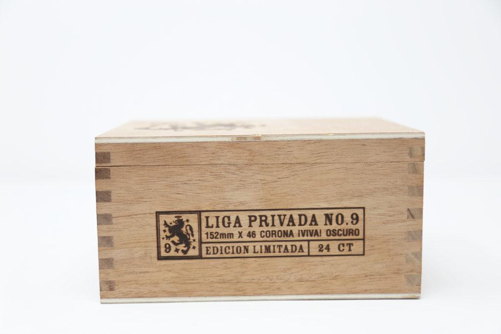 Liga Privada No. 9 CORONA VIVA drew estate